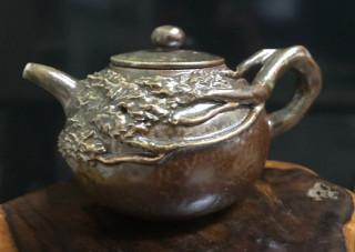 玉山圓柏陶藝壺。
