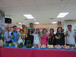 台灣啤酒節歡迎大家一起來乾杯。(記者許素蘭/攝)