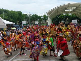 大溪文藝季在神童繞境踩街下開開,所有神童並展開精彩的舞姿,讓整個活動達於高潮。(記者陳寶印攝)
