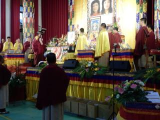 佛教正心會9日於板橋高中莊敬堂舉辦殊勝法會,上千善信參加共沐佛恩。(圖/記者黃村杉攝)