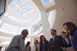 鄭市長表示,參訪蓋帝中心,可以觀摩、融入其特點及精神,發展桃園的特色。