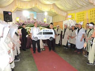 為紀念蕭林女士以往善行典範,在桃園區自宅告別式會場舉辦捐贈儀式。