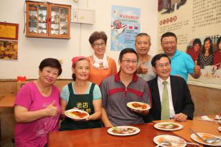 陳家老店三代堅持 嘉義蚵仔煎揚名國際兩排最左都是剛好在現場的熟客