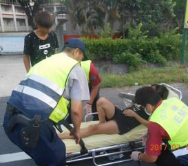 麥寮所巡邏員警協助通報救護車,並將孕婦緊急送醫,積極為民服務獲肯定與讚揚。(記者陳昭宗拍攝)