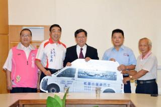 桃園市長鄭文燦出席「世豐牙板有限公司捐贈復康巴士典禮」。