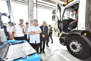 桃園市長鄭文燦前往位於中壢區的太古商用汽車有限公司中壢服務中心參訪。