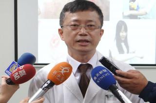 台北今天創下今年夏季以來最高混的36.2度,皮膚科主治醫師侯源裕建議應注意防曬。(圖/記者黃芳祿攝)