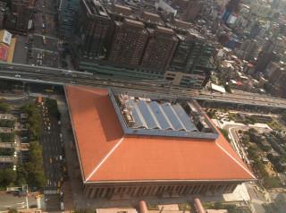 針對台北火車站聯合防災中心的設置進度問題,台北市長柯文哲18日表示,如果中央持續消極,北市只好自己扛起來處理。(圖/Wikipedia)