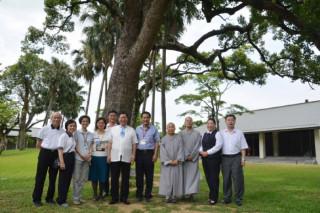 鄭文燦市長十七日參訪法鼓山齋明寺,並肯定齋明寺在公益事業的貢獻 。(記者陳寶印攝)
