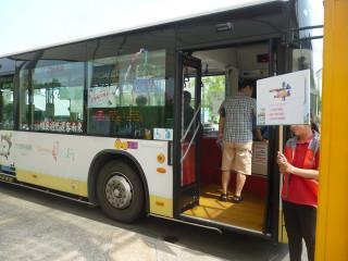 即日起至9月30日止,使用電子票證就可以半價搭乘「台灣好行」,再憑券至特定景點店家消費,可享免費或折扣優惠。(圖/記者郭文君攝)