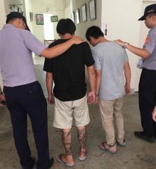3名男子攜帶瓦斯槍投宿旅社,北港警方獲報實施臨檢,起出多樣毒品逮人送辦。(記者陳昭宗拍攝)