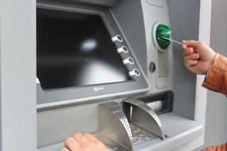 刑事局提醒民眾,ATM提款機只有提款跟轉帳功能,不能解除分期付款或退款。另外接獲+字號或陌生來電,務必提高警覺,若有詐騙疑慮,可撥打165專線詢問。(圖/Pexels)