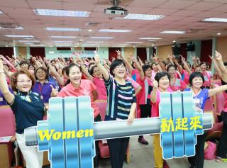 社會局長張錦麗、議員洪佳君、婦女會理事長吳高碧珠等出席培力營推廣活動。(圖/記者黃村杉攝)