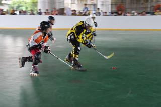 滑輪溜冰曲棍球亞洲城市盃錦標賽於草屯開賽。(記者扶小萍攝)