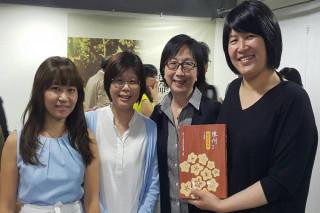 長榮大學周傳姜副教授(右2)獲大台南護理公會傑出貢獻獎。