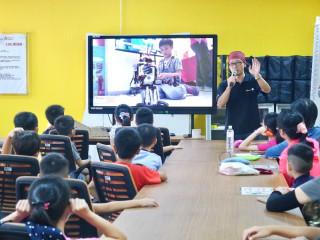 無人機DIY實作課程引起青少年朋友的極大興趣,現場座無虛席。