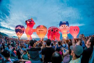 曙光熱氣球光雕音樂會 歌手遊客嗨翻全場