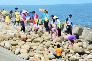 貓裏海底垃圾清除總動員 清除3公噸垃圾