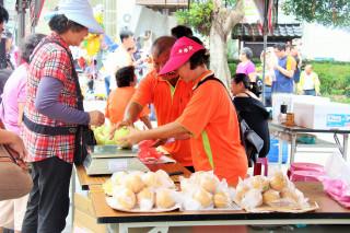 三灣鄉逛市集、嚐美食 體驗農村自然風情