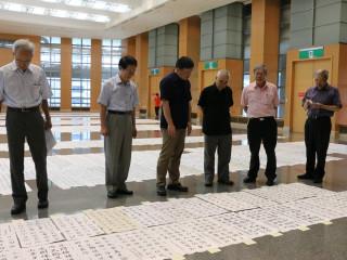 新北市全國書法比賽24日於市府6樓大禮堂進行初審作業。(圖/記者黃村杉攝)