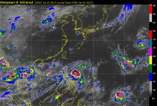 菲律賓東方海面的熱帶性低氣壓,預估最快26日將增強為第9號颱風「尼莎」(圖/翻攝彭啟明臉書)