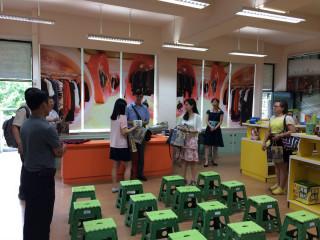二官辦、臺南市教育局英語輔導團與雙語實驗小學代表參訪東新國小英語情境學習中心