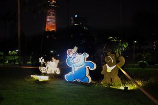 228和平紀念公園「聖火」造型熊讚夜景