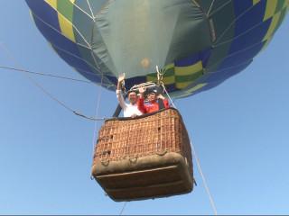 鳥瞰草原全景 熱氣球派對週末登場