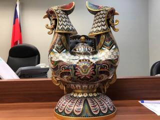 法務部行政執行署新北分署,將於8月1日舉行法拍品聯合拍賣,此次法拍品中,出現「景泰藍-雙富錦」、「景泰藍-羊角杯」等市場上罕見的中國當代藝術品。(圖/法務部行政執行署新北分署)