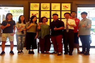 長榮大學書畫藝術系結合高雄市達心瑜珈生活藝術空間,共同舉辦花香蝶影─工筆花鳥畫聯展。