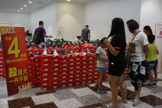 南紡購物中心運動品特賣會開跑,優惠下殺4折起。