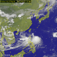 中央氣象局27日表示,尼莎颱風可能將在花東登陸,氣象局最快28日上午就會發布海上颱風警報,陸上颱風警報最快在28日晚間發布。氣象局提醒29日晚上~30日整天是尼莎颱風影響最劇烈的時候,全台灣皆會有風雨,提醒民眾做好防颱措施。(圖/中央氣象局)