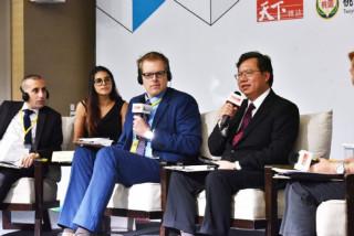 桃園市長鄭文燦前往諾富特飯店,出席《2017天下城市論壇》。