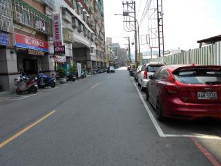 為避免停車位遭長期占用,及提升停車轉換率,納入路邊停車收費管理。(圖/記者黃村杉攝)