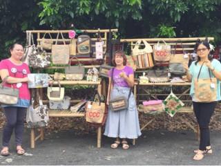 媽媽們抱持感恩的心,用心製作相關商品。