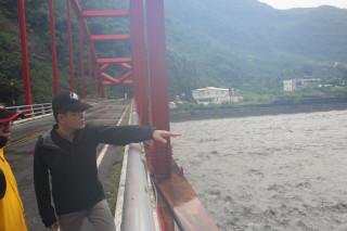 視察南迴線河川 黃健庭指示加強巡邏漲退