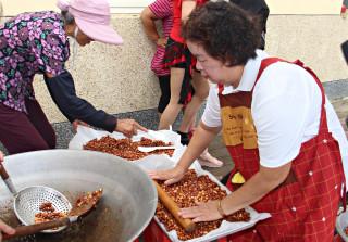 「喜慶溪洲-好事花生」 婆婆媽媽做花生糖傳承農事經驗