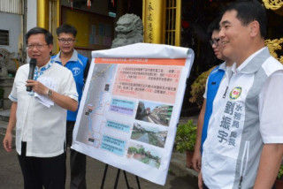 桃園市長鄭文燦視察「新街溪流域治理3年計畫」工程進度。