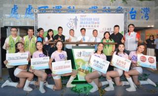 桃園市長鄭文燦出席「2017桃園半程馬拉松-石門水庫楓半馬」報名啟動記者會。