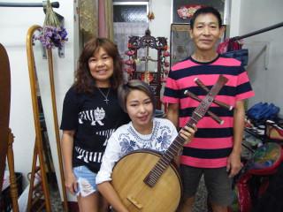 音樂老師自創以吉他彈奏方式彈中阮 獨特韻味踏向全世界