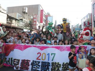 兒藝節踩街變裝大遊行5日盛大登場,市長朱立倫也到現場與市民同樂。(圖/記者黃村杉攝)