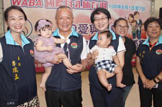 縣長呼籲用愛與行動支持母乳哺育。(記者許素蘭/攝)