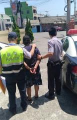 口湖警方持搜索票逮捕毒蟲,起出毒品海洛因及針筒、安非他命吸食器等。(記者陳昭宗拍攝)