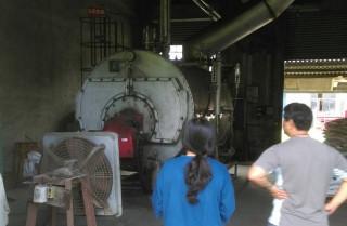 環保局人員稽查工業鍋爐使用狀況。(圖/高雄市政府環保局提供)