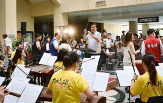 桃園市副市長游建華出席「2017桃園國樂節─大吹大擂」記者會,並擔任指揮。