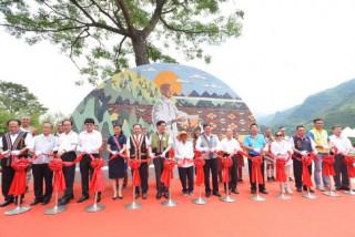 桃園市長鄭文燦前往復興區羅浮里,出席「樂信·瓦旦紀念公園落成典禮」。