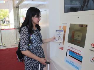 市立圖書館於機場捷運三重站設置的「IReading智慧型借還書站」9日正式啟用。(圖/記者黃村杉攝)
