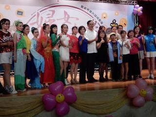 市長朱立倫、議員劉美芳等出席婦女大學成果展。(圖/記者黃村杉攝)