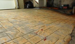 店面地板血跡斑斑。