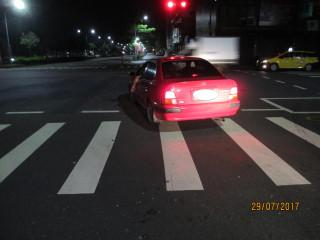 疲勞駕駛路口休息險象環生 警主動上前關心